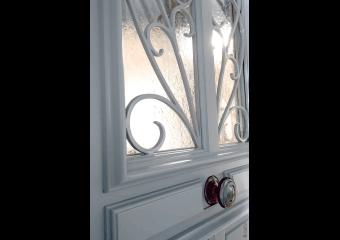 Porte cimaise et grille à l'ancienne