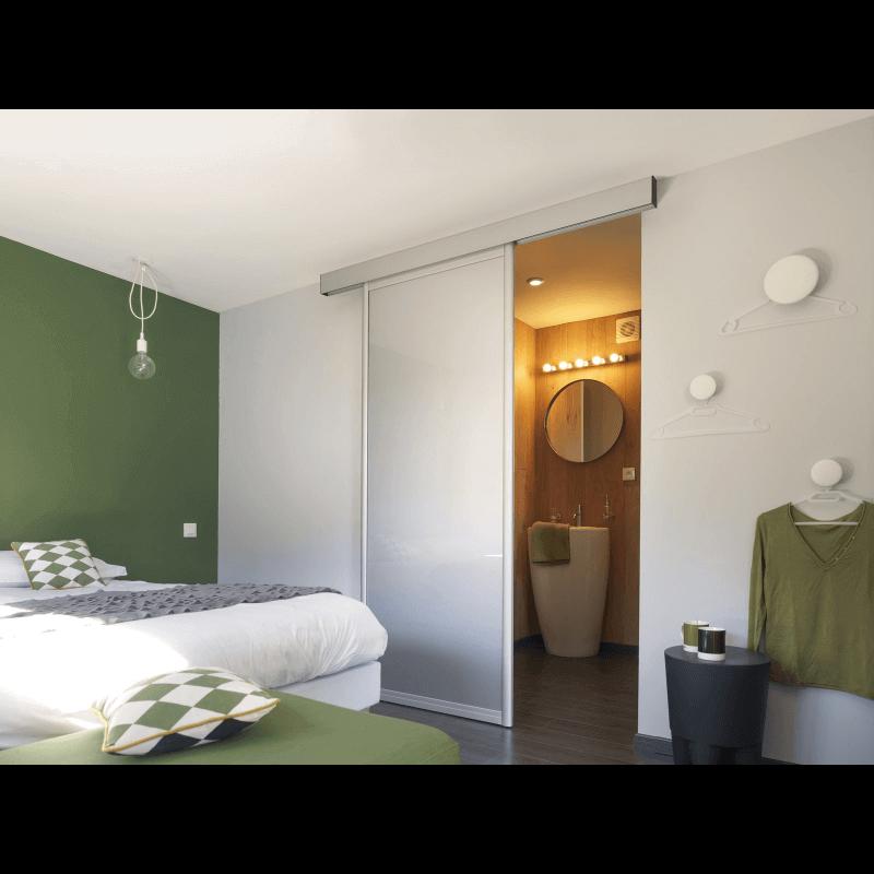 cloison coulissante d 39 int rieur avec grand vitrage. Black Bedroom Furniture Sets. Home Design Ideas