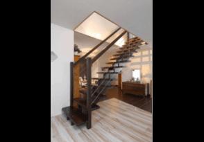Escalier droit en bois exotique