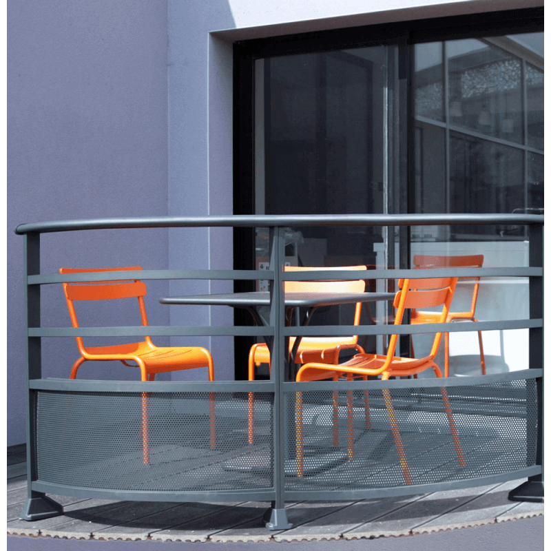 garde corps aluminium avec t le perfor e motifs ronds. Black Bedroom Furniture Sets. Home Design Ideas