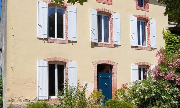 Chantier de rénovation pose fenêtres et porte d'entrée à Castelnaudary (11)