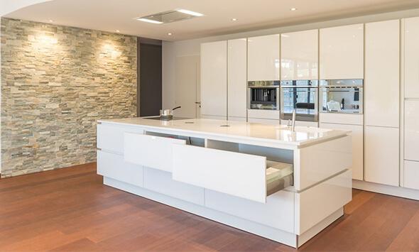 Réalisation cuisine équipée blanc laquée à L'Isle Jourdain (32)