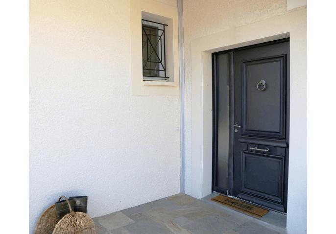 Pose porte d'entrée alu au style classique avec fixe vitré à Pringy Annecy