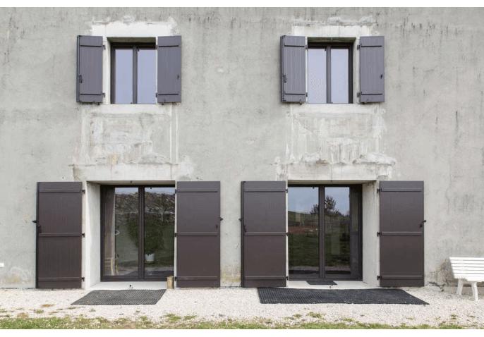 Rénovation baies vitrées coulissantes et fenêtres battantes et volets battants à Groisy Annecy