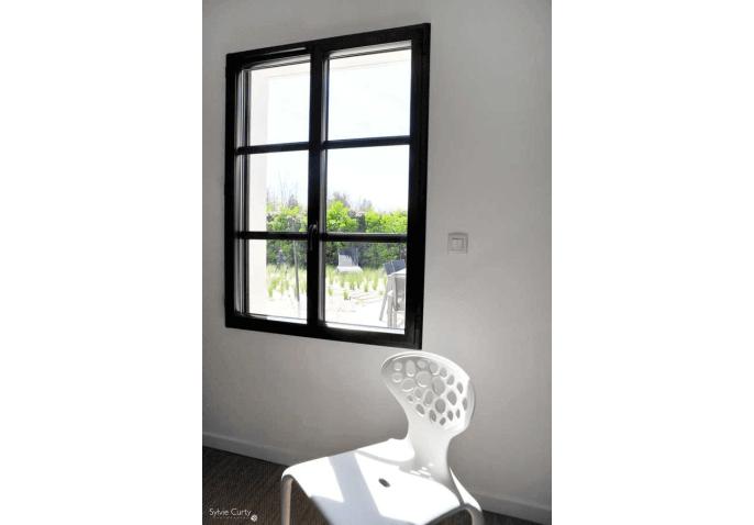 Fenêtre battante alu anthracite à Saint Vivien La Rochelle