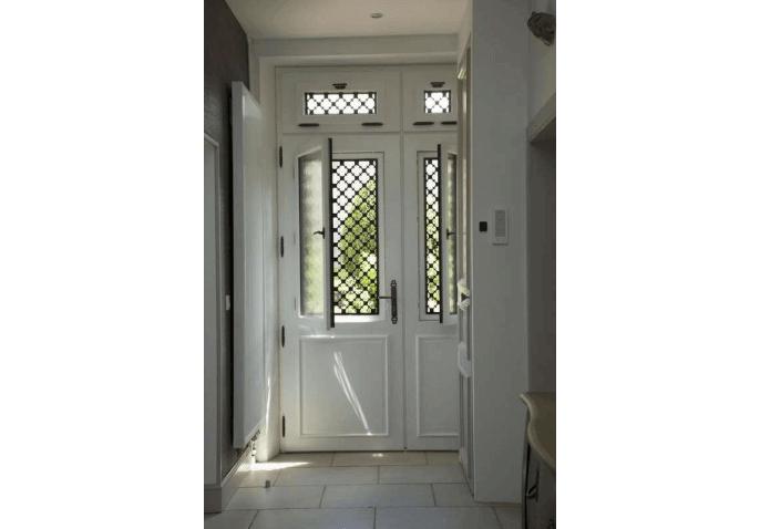 Porte d'entrée alu blanc intérieur vitrage ouvrant décorative à Macey (10)