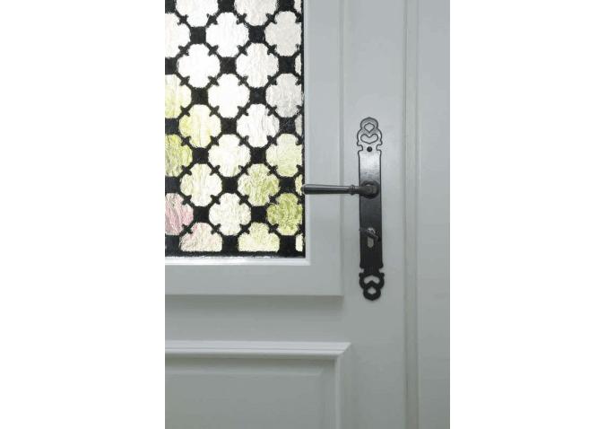 Porte d'entrée alu blanc intérieur au style classique avec vitrage et grille décorative à Macey (10)
