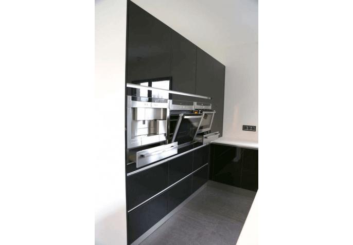 Cuisine sur-mesure et équipée avec électroménagers intégrés à St Thibaud de Couz Chambéry