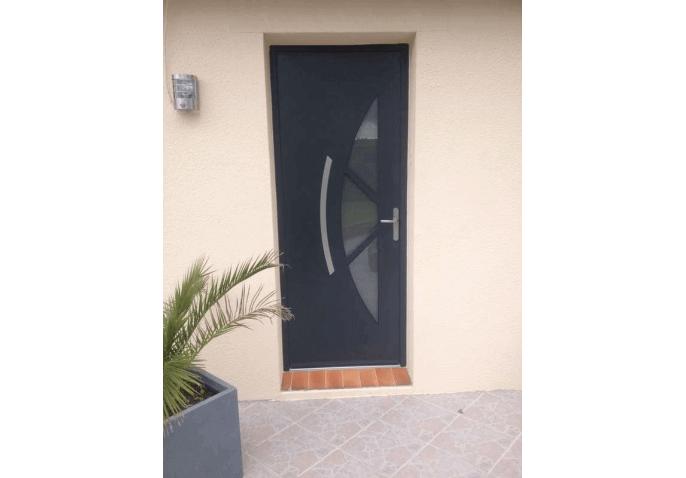 Pose porte d'entrée alu gris anthracite moderne à Cherbourg