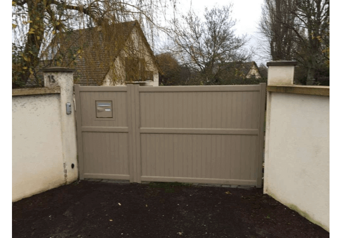 Pose d'un portail et portillon au style classique à Rennes (35)