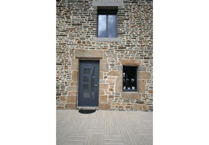 Réalisation pose d'une fenêtre fixe alu et porte d'entrée alu vitrée à Granville (50)