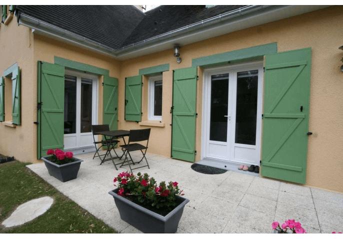 Pose de fenêtre et portes-fenêtres PVC blanc, et de volets battants en PVC vert à Caen (14)