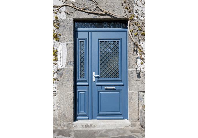 Porte d'entrée aluminium au style traditionnel