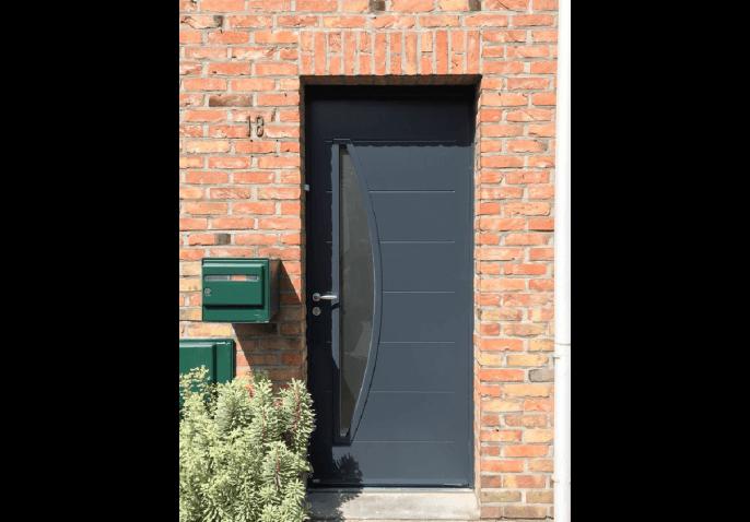 Porte d'entrée et fenêtres en alu gris anthracite au style moderne à Lille