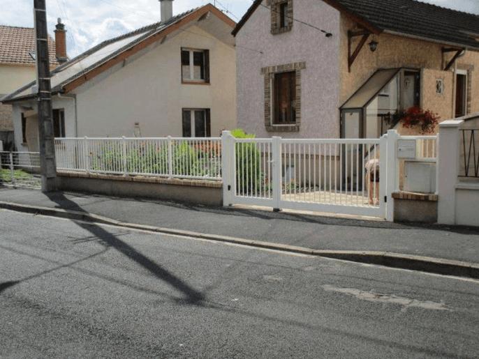 Portail, clôture et portillon aluminium blanc classique à Châlons